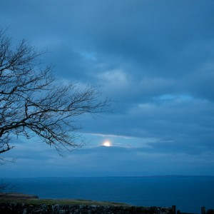 Moonset-Treshnish-seaview