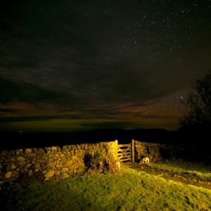 faint_aurora_Mull_cottage