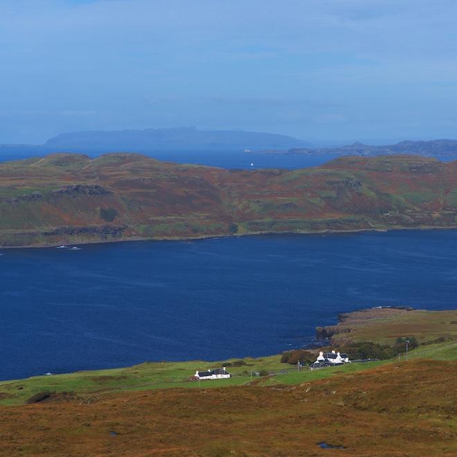 autumnal-mull-treshnish-cottages-ardnamurchan-lighthouse