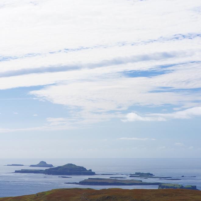 autumnal-mull-cottages-treshnish-isles-sea