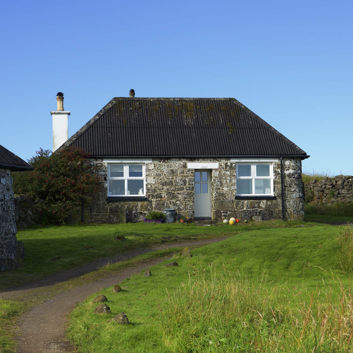 Middle Cottage Haunn Mull, exterior with walk to the house