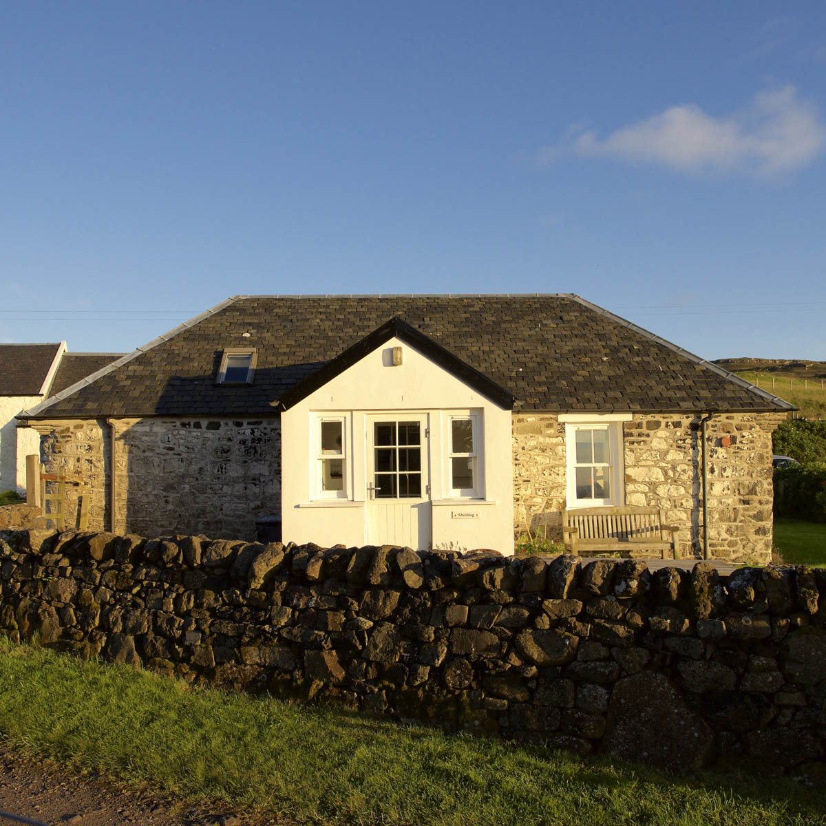 Shieling Cottage, Treshnish, Mull, front of the house in the evening light