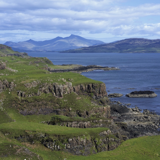 land based wildlife tours on mull treshnish cottages walks