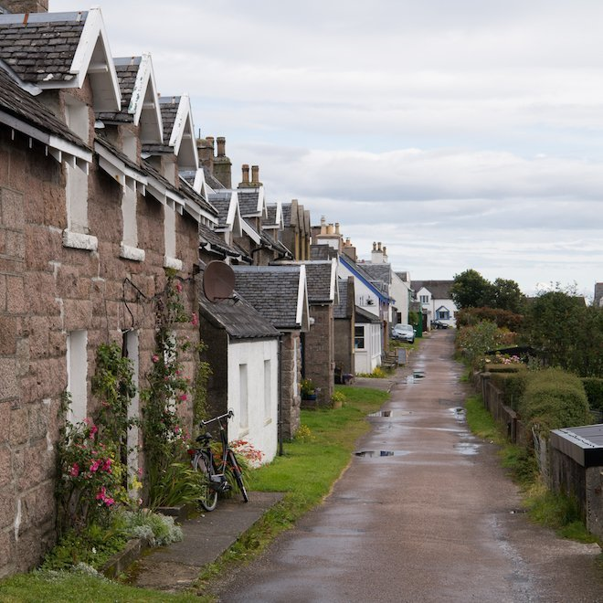 How far is it to Iona from Mull cottages Treshnish main street