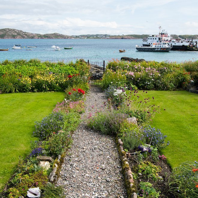 How far is it to Iona from Treshnish Mull cottages