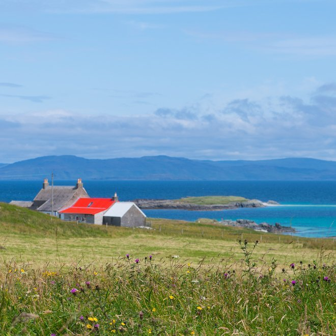 How far is it to Iona from Treshnish cottages Mull red roof
